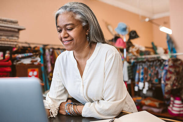 What is Multichannel Inventory Management – header image of woman on computer